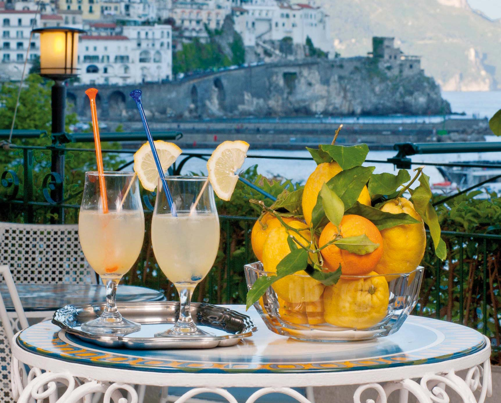 The magic of an aperitif with a view in Amalfi